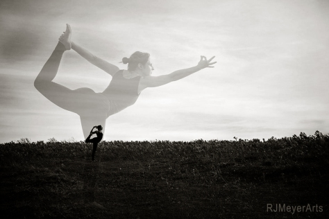 Yoga-5649rdmvblendweb2bw